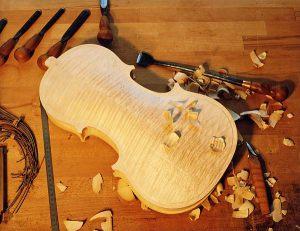 Unfertiger Geigenkorpus